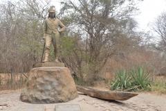 Victoria Falls - Livingstones Statue 9